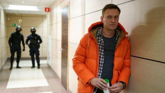 Штаб Навального готовит масштабные митинги по всей России: оппозиционер из зала суда записал обращение