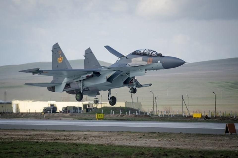 """В Казахстане при заходе на посадку разбился истребитель """"Су-30"""": первые подробности"""