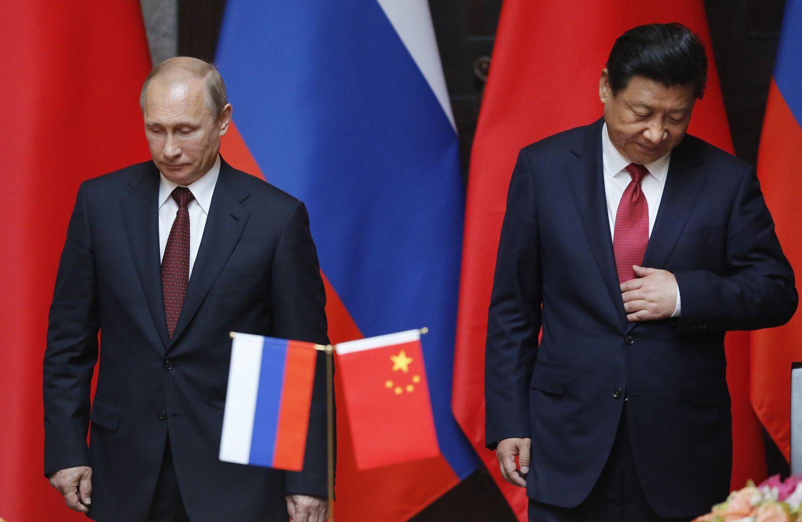"""Новость для тех, кто считает Трампа """"недалеким президентом"""": Китай разорван, Европа подняла руки, Россия скоро """"развалится"""""""