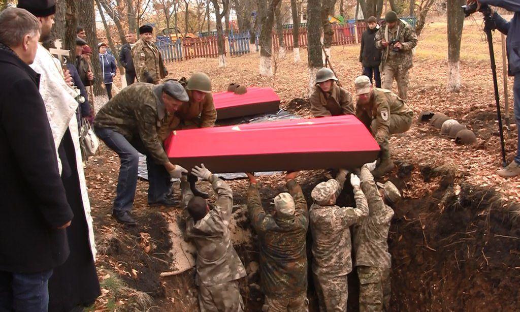 """В России власти отдали приказ """"Об организации срочного захоронения тел в военное время"""": по всей стране готовят кладбища"""