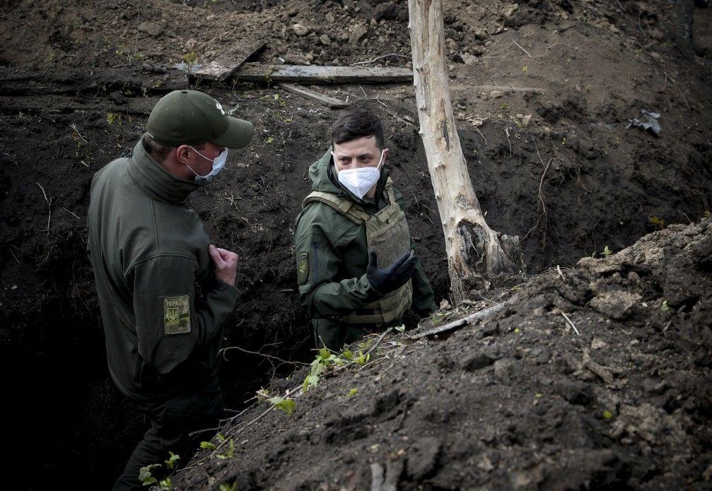 Зеленский внезапно отправился на Донбасс: президент едет на передовые позиции ВСУ