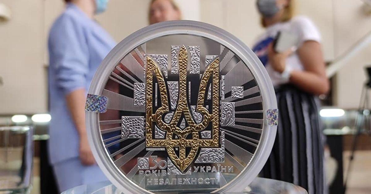Ко Дню Независимости в Украине ввели новую монету