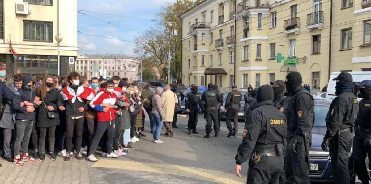 Протесты в Минске: ОМОНовцы были вынуждены уйти от студентов БГУ