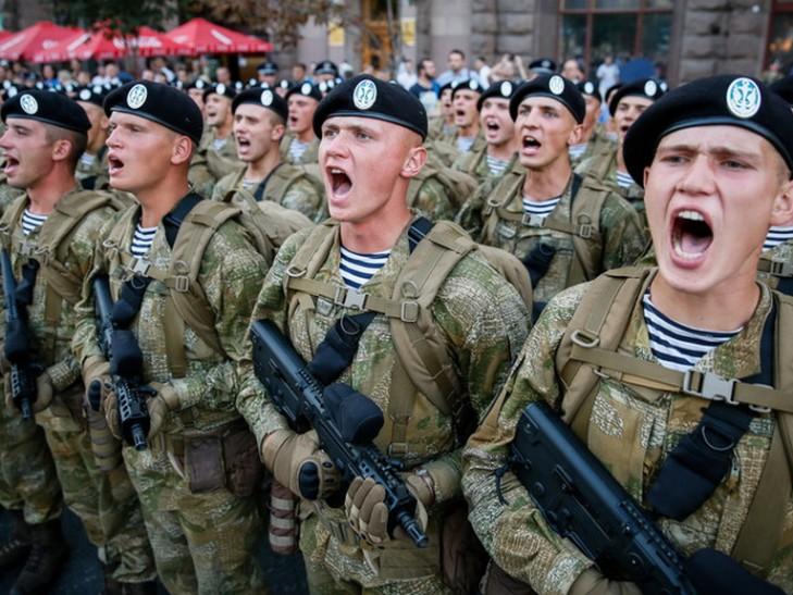 """""""Слава Украине!"""" - Порошенко сегодня подписал закон о новом приветствии для ВСУ"""