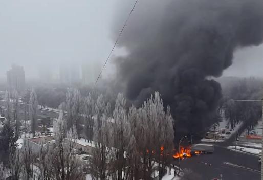 Пламя и черный дым: в Киеве произошло масштабное ДТП с участие фуры - обнародованы кадры