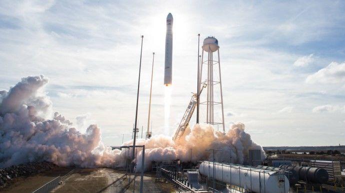 """Украинско-американская ракета """"Антарес"""" вывела на орбиту грузовой корабль: опубликовано видео запуска"""