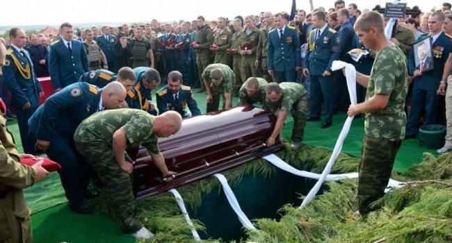 Могила Захарченко вызвала подозрение у жителей Донецка: фото удивило Сеть странной деталью