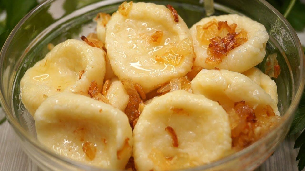 Быстро, вкусно и минимум продуктов: пошаговый рецепт ленивых вареников с картошкой и пикантной зажаркой