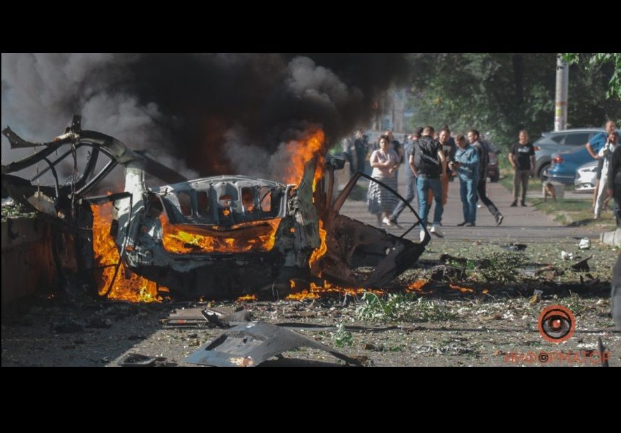 Теракт в Днепре: при взрыве авто погибли ветеран АТО и спикер ГСЧС, машину разнесло на части