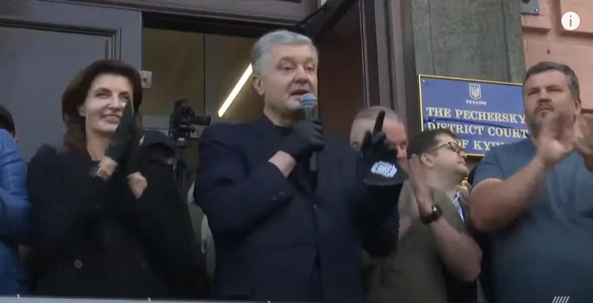 """""""Это важная победа!"""" - Порошенко под овации толпы рассказал, чем закончилось заседание суда в Киеве"""