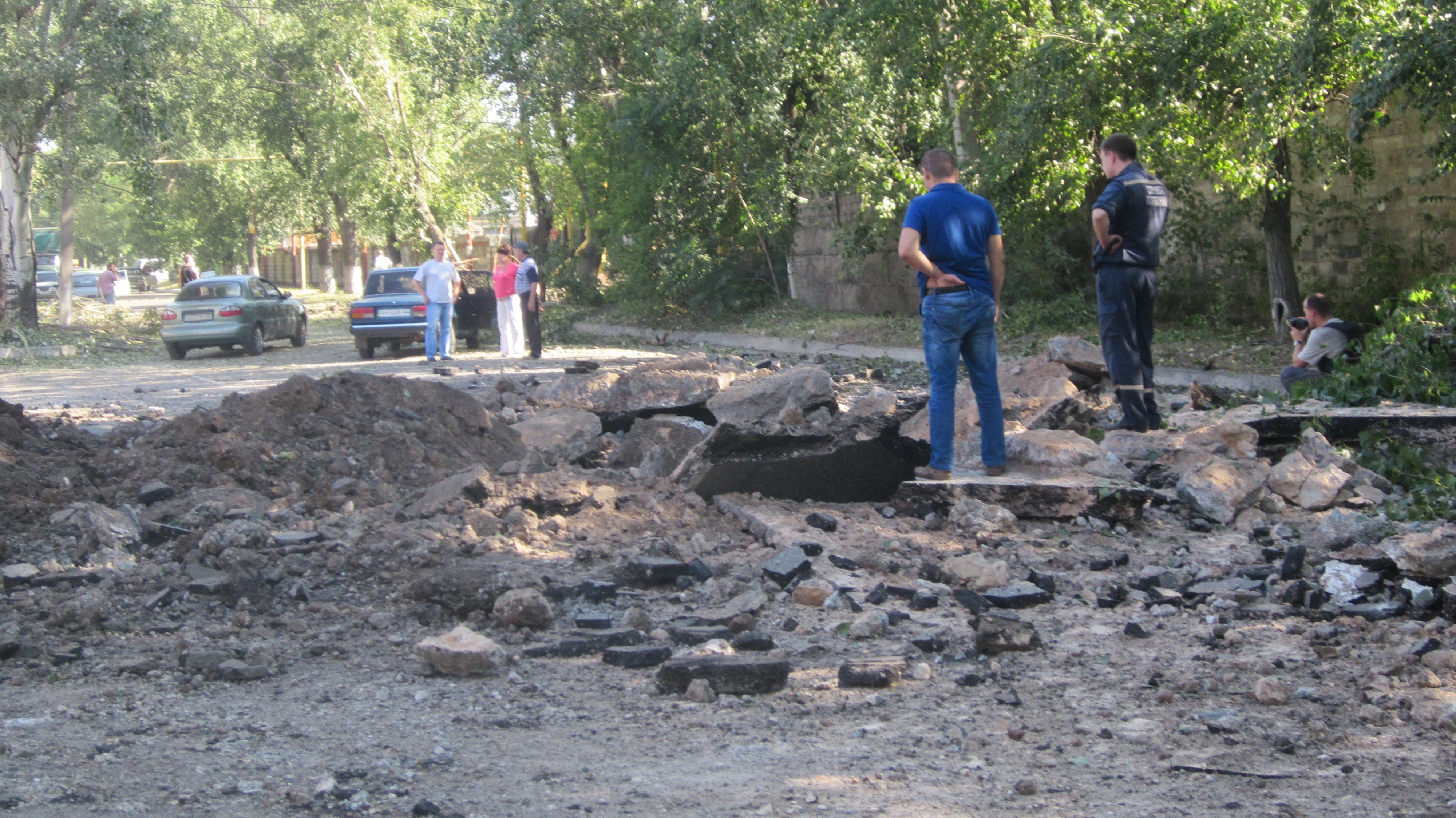 Последствия вчерашнего обстрела Калининского района Донецка