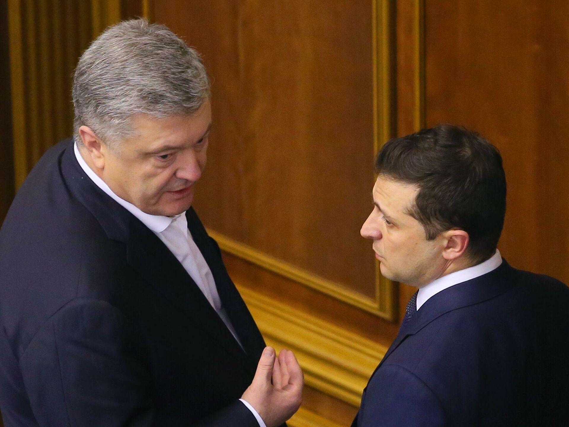 """Зеленский ответил Порошенко из-за безвиза: """"Он до сих пор считает себя монархом Украины"""""""