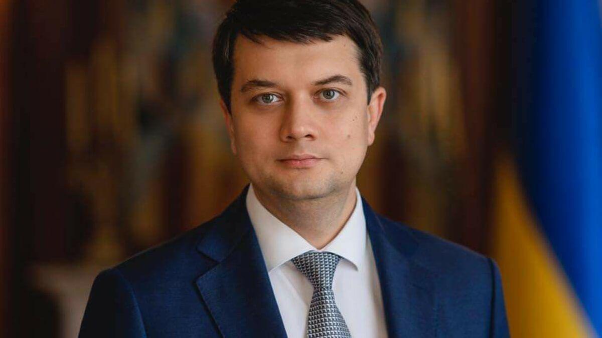 Вертолет со спикером Рады Разумковым экстренно сел под Херсоном: СМИ узнали о проблеме