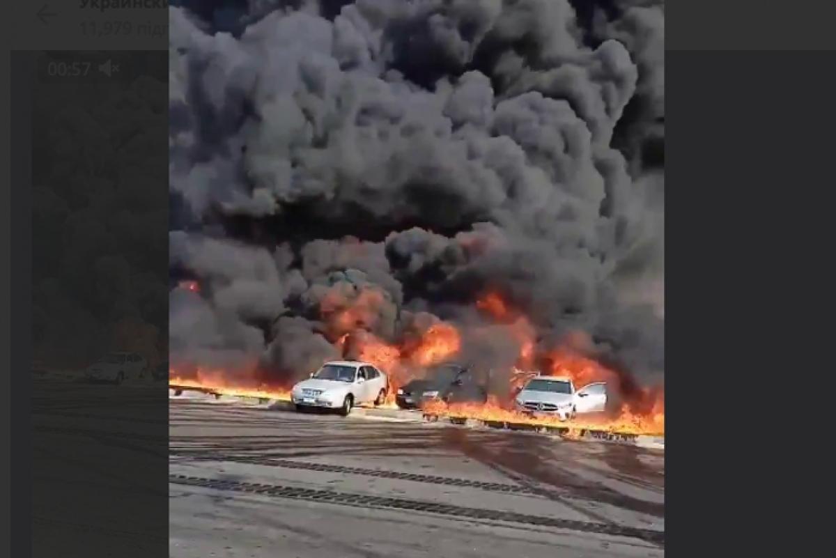 """В Египте взорвался нефтепровод: крики людей и """"стена"""" из пламени и черного дыма попали на видео"""