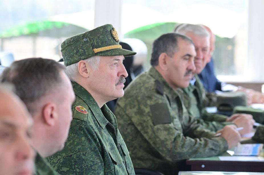 Лукашенко поставил Европе условие для прекращения миграционного кризиса
