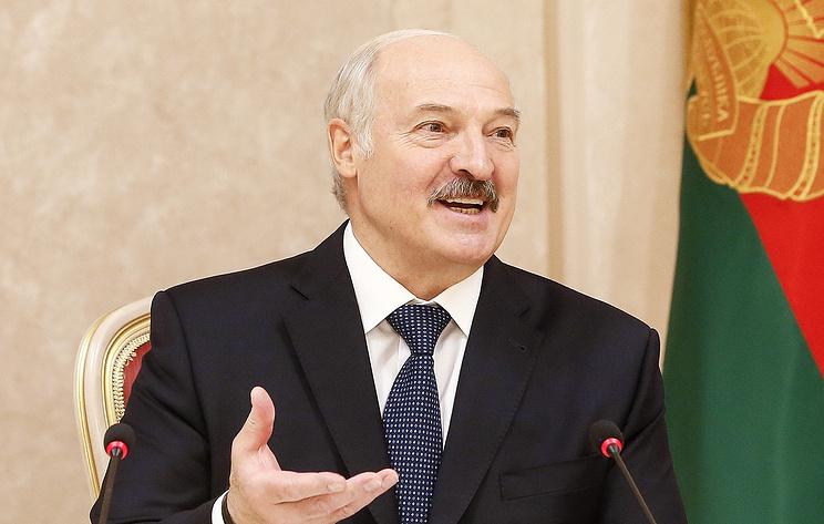 """""""Еще говорят, что двойник работает"""", - Лукашенко впервые отреагировал на слухи о своем инсульте"""