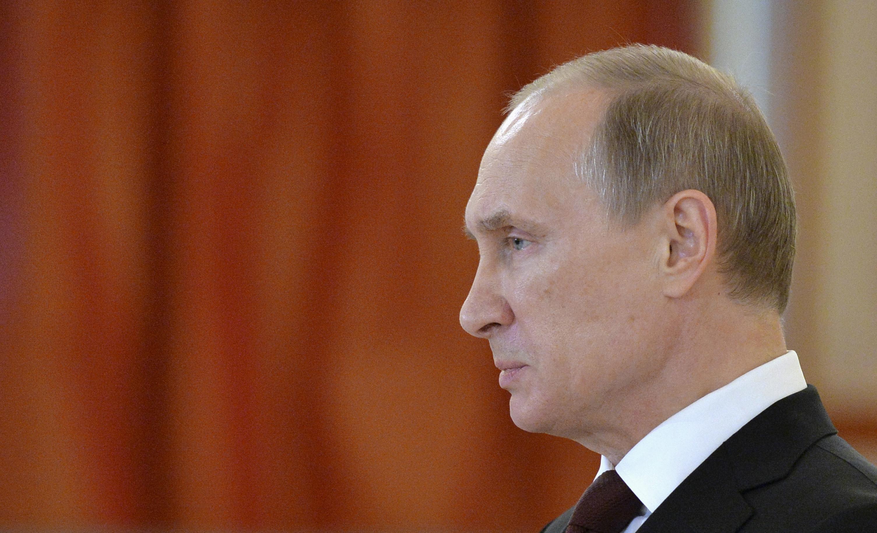 """""""С Путиным уже не разговаривают и не здороваются, что только повышает градус его бешенства. Он понимает, как затягивается петля на его тонкой политической шейке"""", - Сотник"""