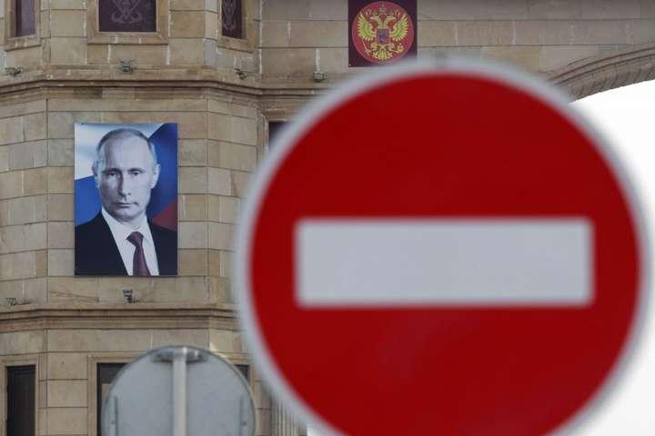 Суровое наказание для Кремля: ЕС ввел санкции против 6 компаний РФ, построивших мост в аннексированный Крым