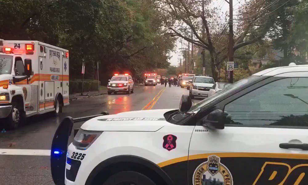 Неизвестный расстрелял людей в синагоге в Питтсбурге: убито 8 человек, преступник захватил заложников - кадры