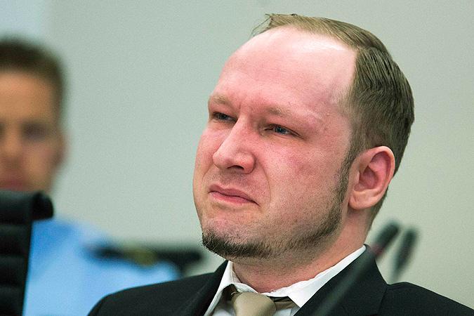"""Террорист Брейвик, убивший более 70 человек, угрожает Норвегии за нарушение своих прав в """"элитной"""" тюрьме"""