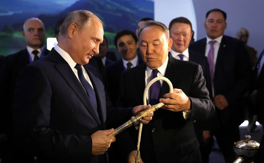 Скандал в Казахстане: визит Путина вызвал переполох из-за кадров Крымского моста