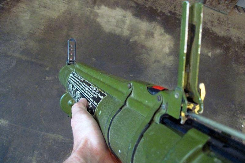 """В Торезе из реактивного гранатомета РПГ-18 """"Муха"""" ударили по ларьку, в Сеть попали кадры"""