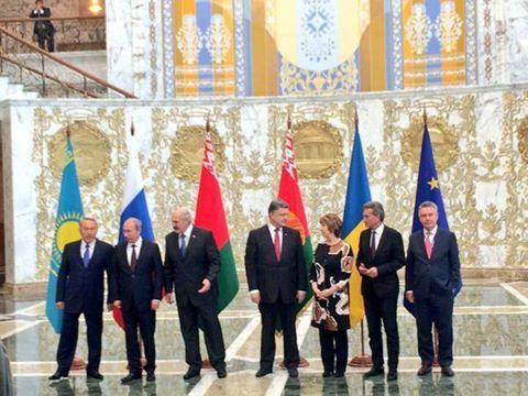 Путин и Порошенко встретились в Минске. Видео