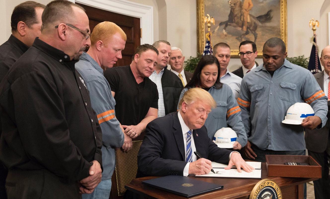 """Трамп дал старт """"торговой войне"""": президент США официально ввел пошлины на импорт стали и алюминия - подробности"""