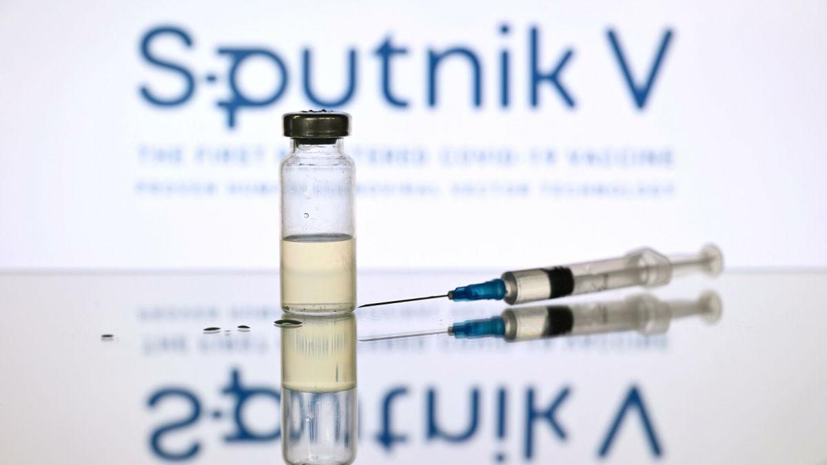 """The Sun: Россия не создавала вакцину """"Спутник V"""", а просто украла готовый продукт"""