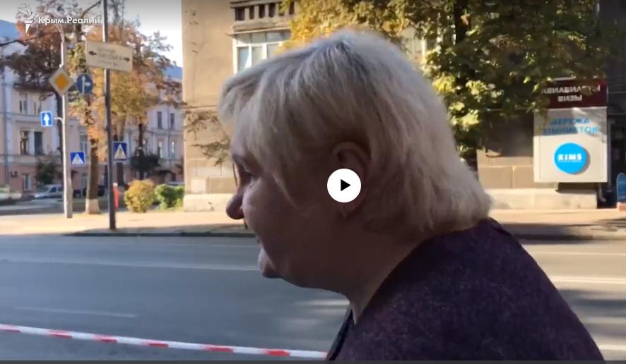 """""""Пока не увижу - не поверю"""", - близкие Сенцова и Панова ждут в центре Киева, нервы на пределе - кадры"""