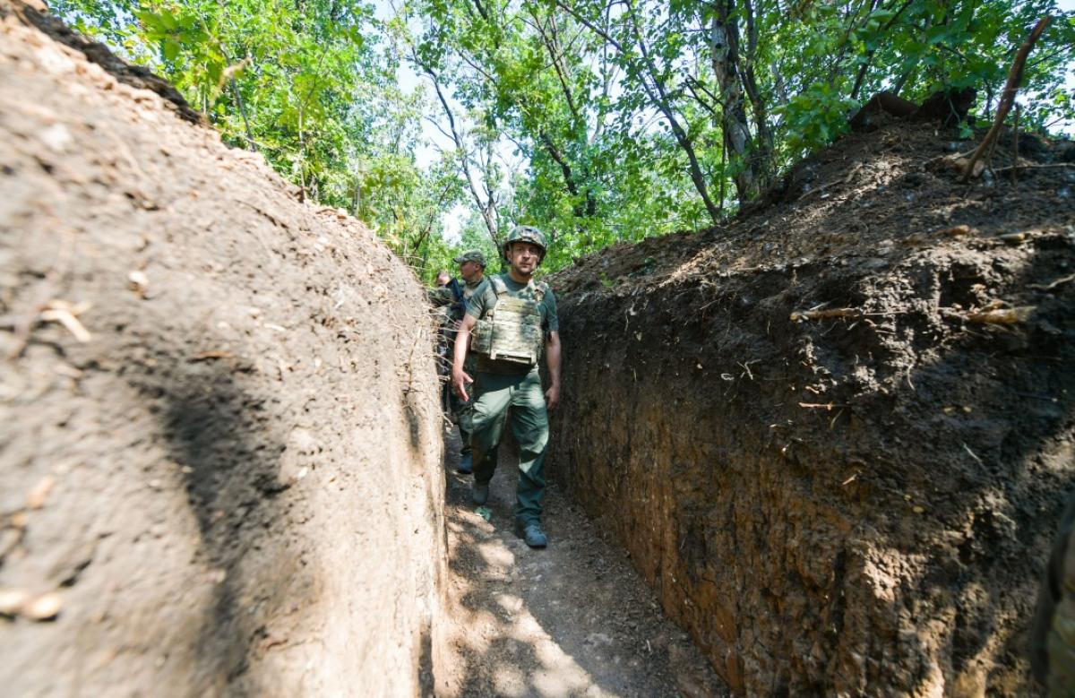 Зеленский в зоне ООС проехал 100 км, за это время обстрелы почти прекратились