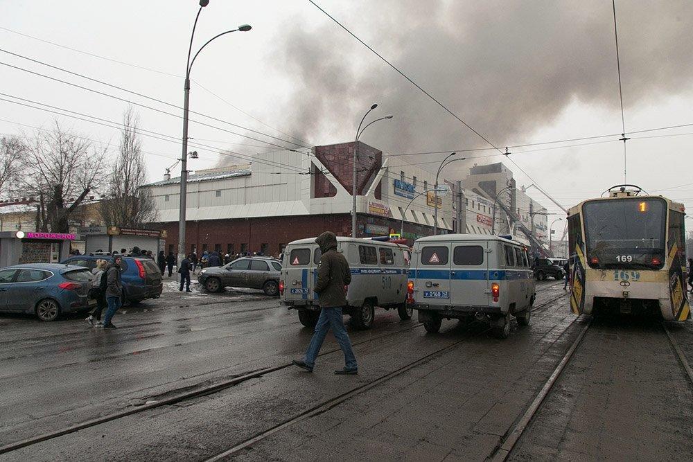 Самому младшему ребенку только два года: в Сети появился список пропавших без вести на пожаре в Кемерово – новые кадры смертельной трагедии