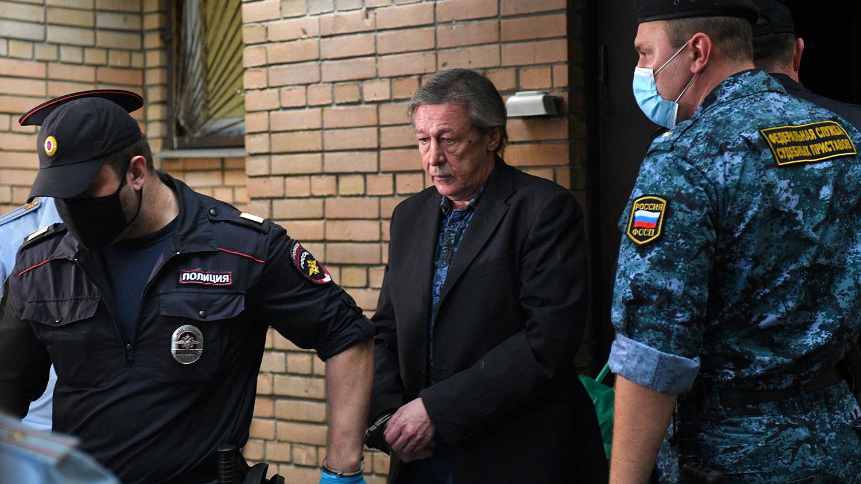 """Осужденный на 8 лет Ефремов не может смириться с приговором: """"Я хочу потеряться"""""""