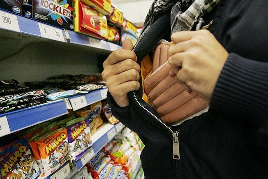 Накрал еды на 5 тысяч гривен: в Киеве полиция задержала гражданина США за воровство в супермаркете