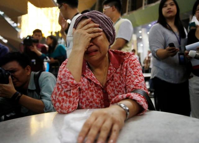 Родственники пассажиров разбившегося в Донбассе «Боинг-777» надеются на чудо
