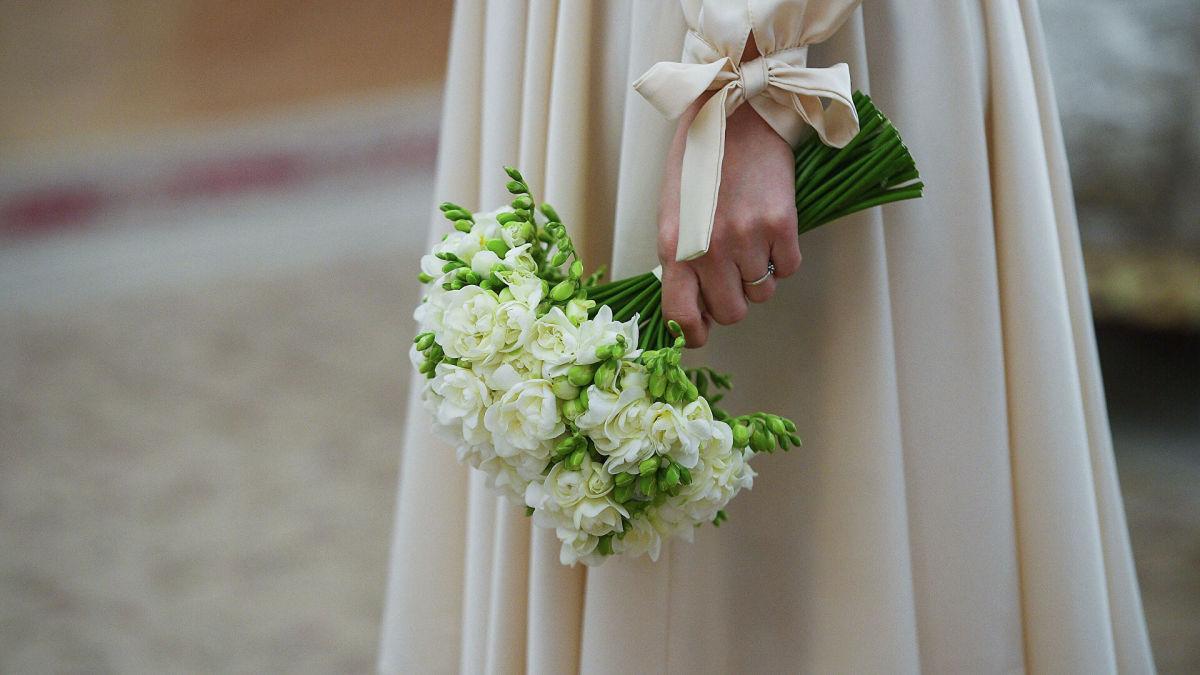 Педагог из Австралии женилась на самой себе: на свадьбе девушка перед гостями дала обещание