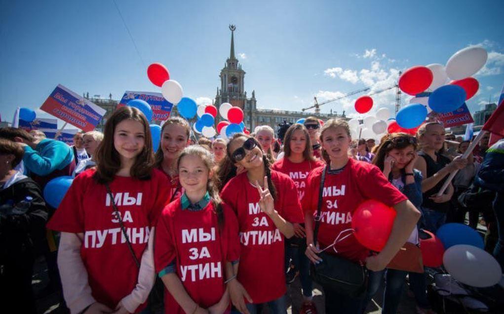 """У Навального напомнили о двойных стандартах Кремля: """"Сами наряжают в форму НКВД и вешают автоматы"""""""