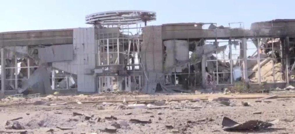 Первые кадры разбитого аэропорта в Луганске