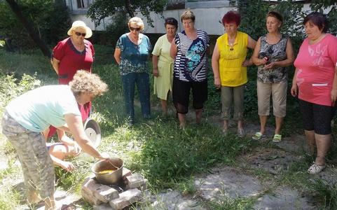 XXІ век: жители Феодосии из-за оккупанта вынуждены готовить еду на кострах - кадры