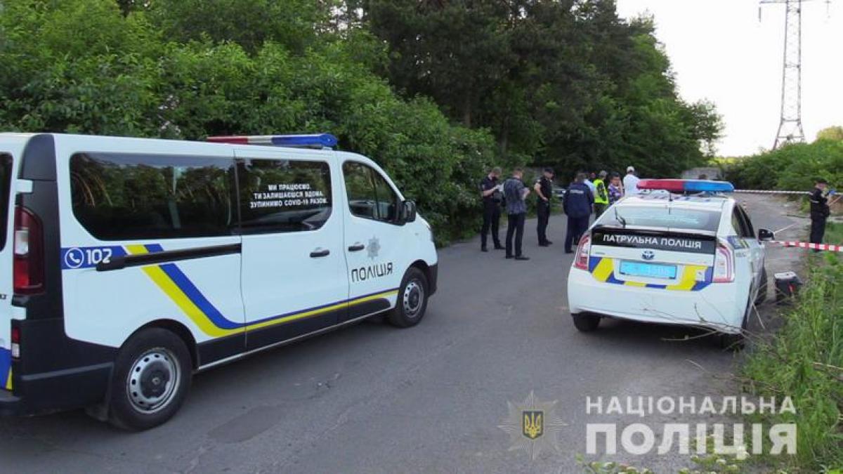 Водитель в Киеве при выполнении работ выкопал тело мужчины: погибший пропал еще в феврале