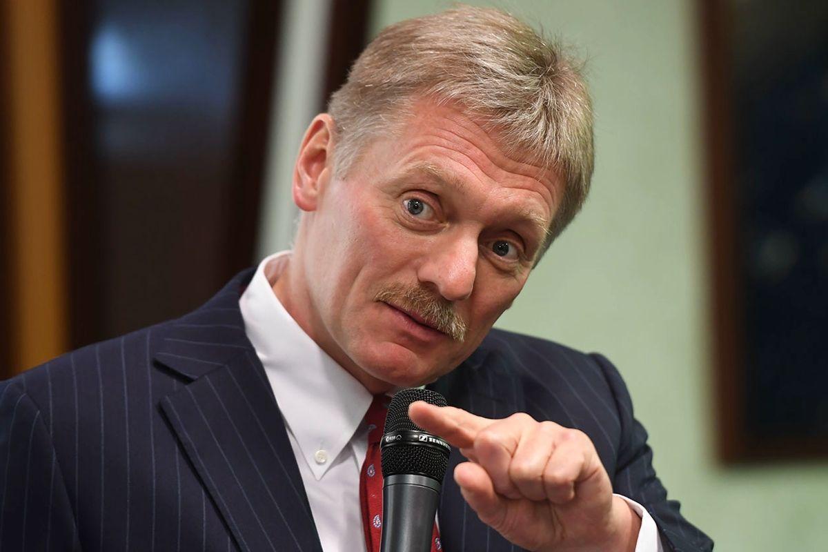 """Песков ответил на отказ Украины покупать у России """"Спутник V"""": """"Является врагом"""""""