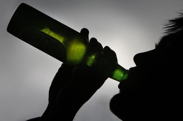 """На 23 февраля москвичам ограничат продажу спиртного - ожидаются очереди в аптеках за """"Боярышником"""""""