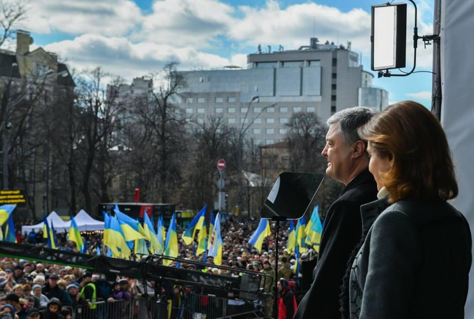 """""""Спасибо президенту Порошенко за то, что дал Украине и украинцам колоссальный шанс"""", - блогер"""