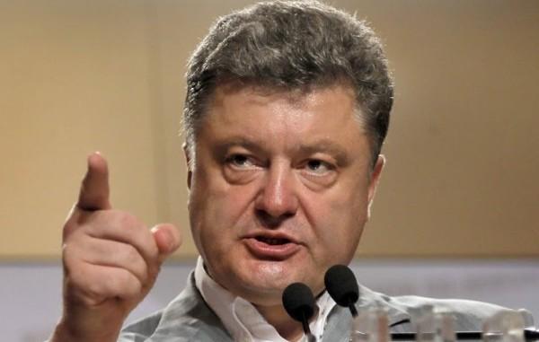 """Дерзкое преступление агрессора: Порошенко заявил, что трагедии МН17 могло бы не быть, а 298 пассажиров """"Боинга"""" остались бы в живых"""