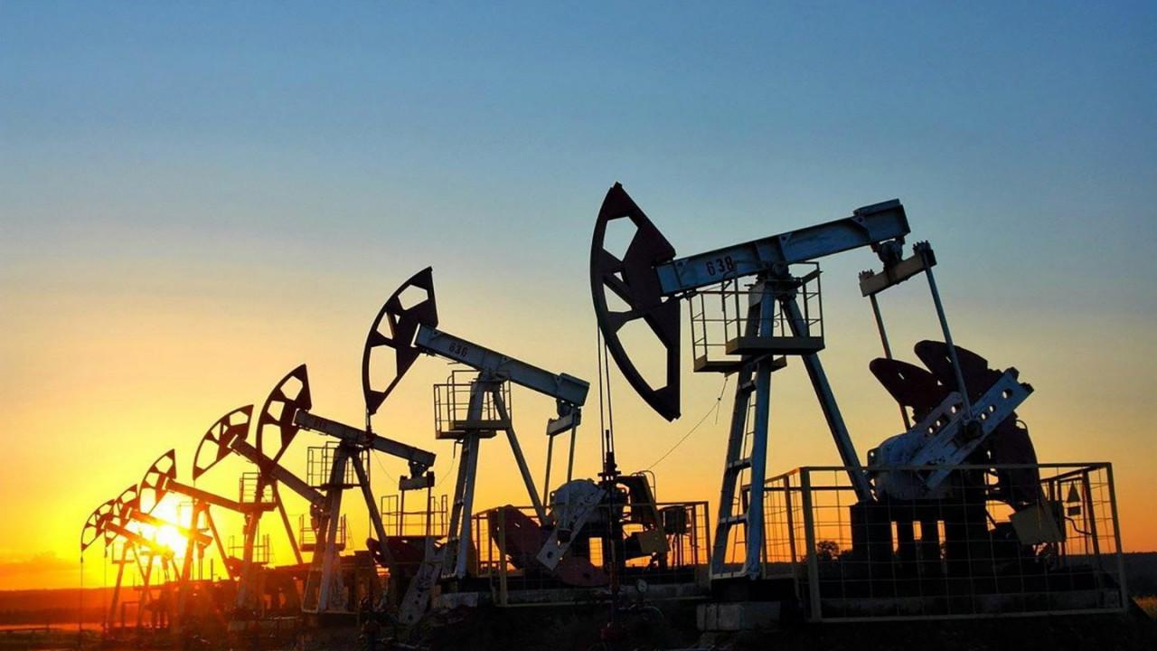Цена на российскую нефть вновь опустились - Urals достигла рекорда 90-х