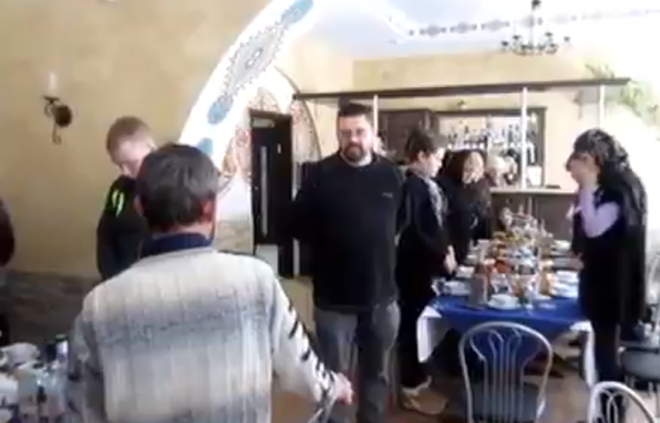 В России признались, за что воюют на Донбассе: друг наемника РФ сболтнул лишнего на его похоронах - кадры