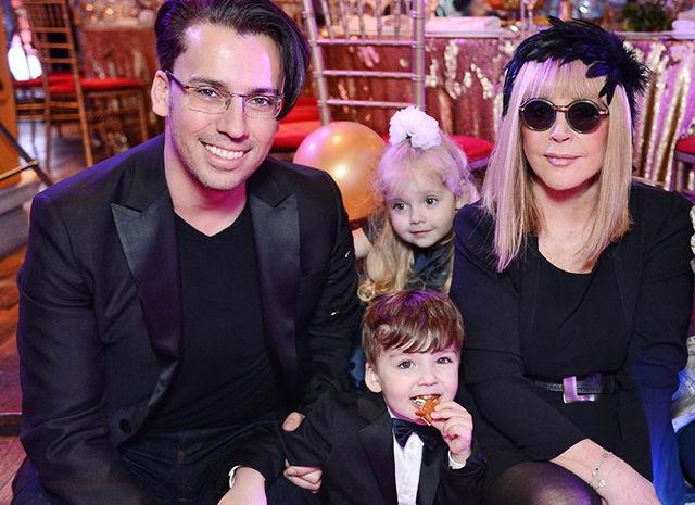 Галкин умилил Сеть видео своих детей-двойняшек, которых обожает весь Интернет