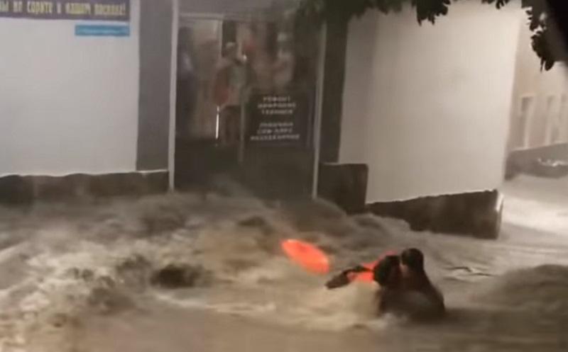 Четвертый день бедствия: жители Крыма публикуют кадры катастрофических последствий непогоды