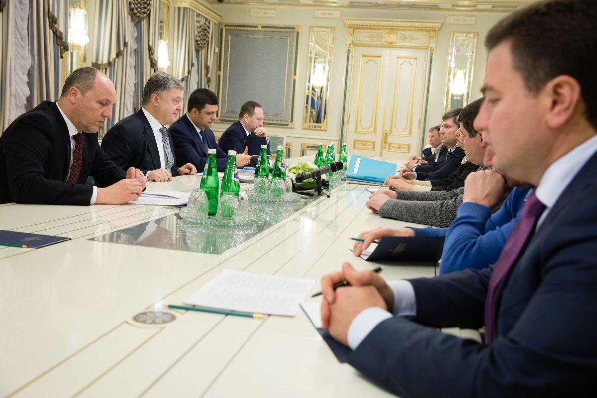 А сколько стоит независимость?: завершилась встреча Порошенко и лидеров парламентских фракций - результаты заседания в АПУ