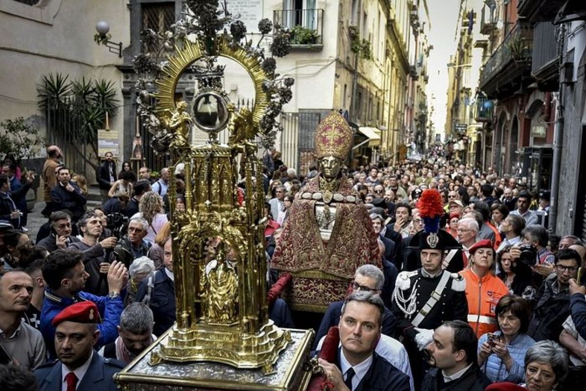 """В Италии не произошло ежегодного """"чуда Януария"""": жители говорят о """"зловещем знаке"""""""